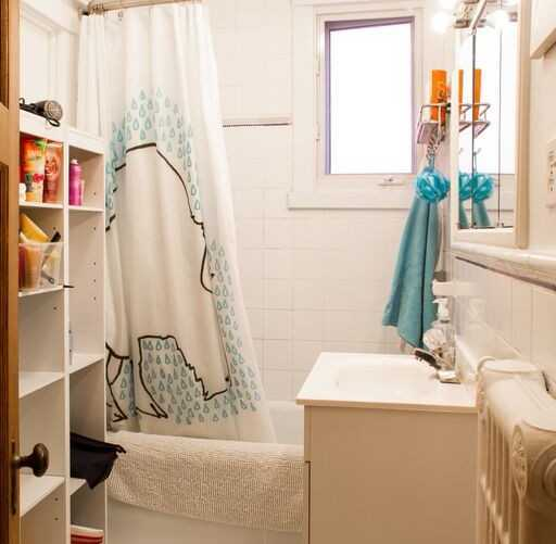 house_duquette_secondfloor_bathroom1
