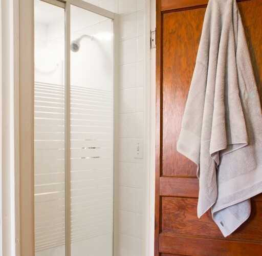 house_duquette_secondfloor_bathroom2
