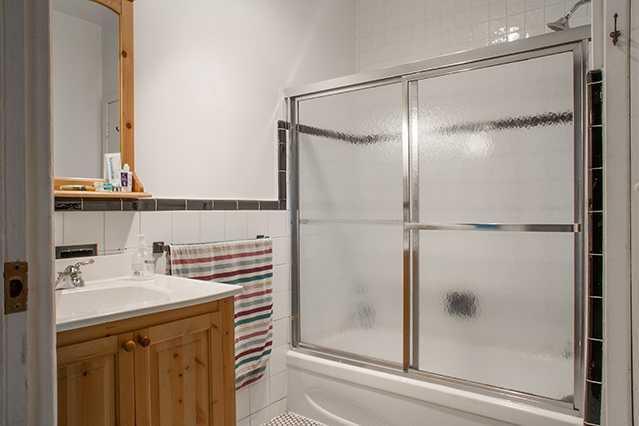 house-laval_bathroom2.3