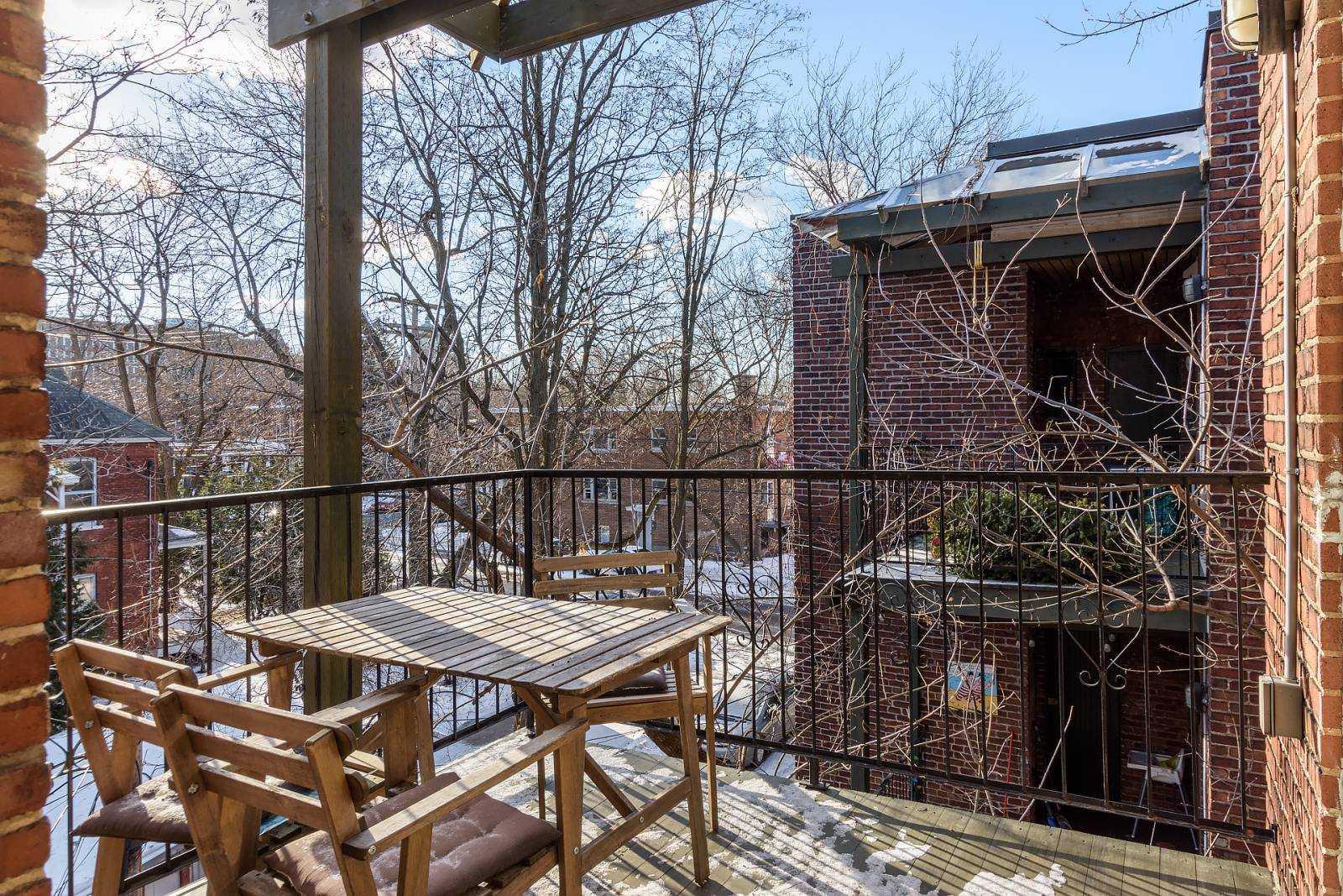 rooms-to-rent-mtl-balcony2