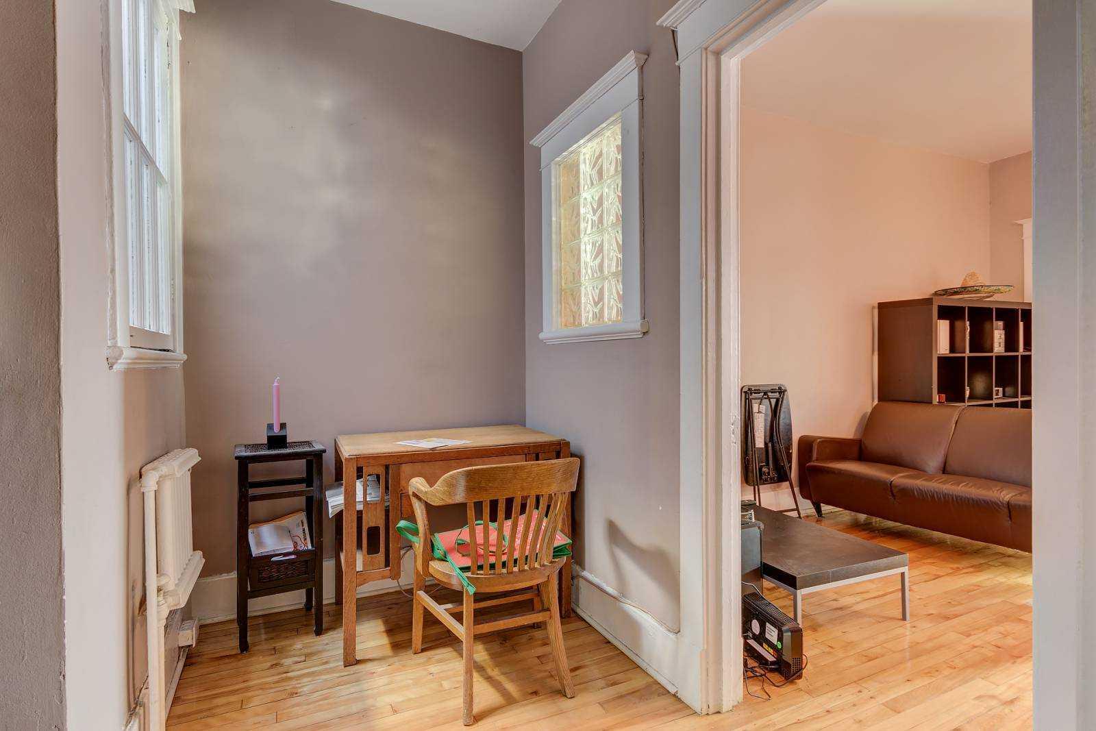 rooms-to-rent-mtl-desk