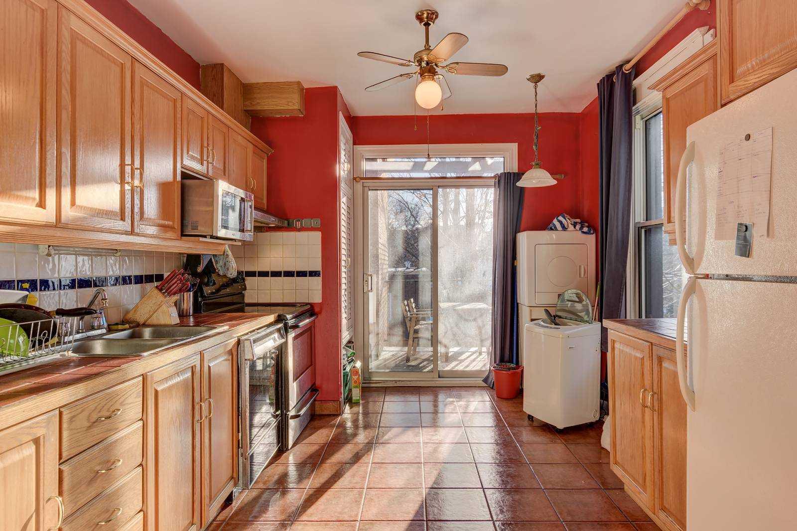 rooms-to-rent-mtl-kitchen-3