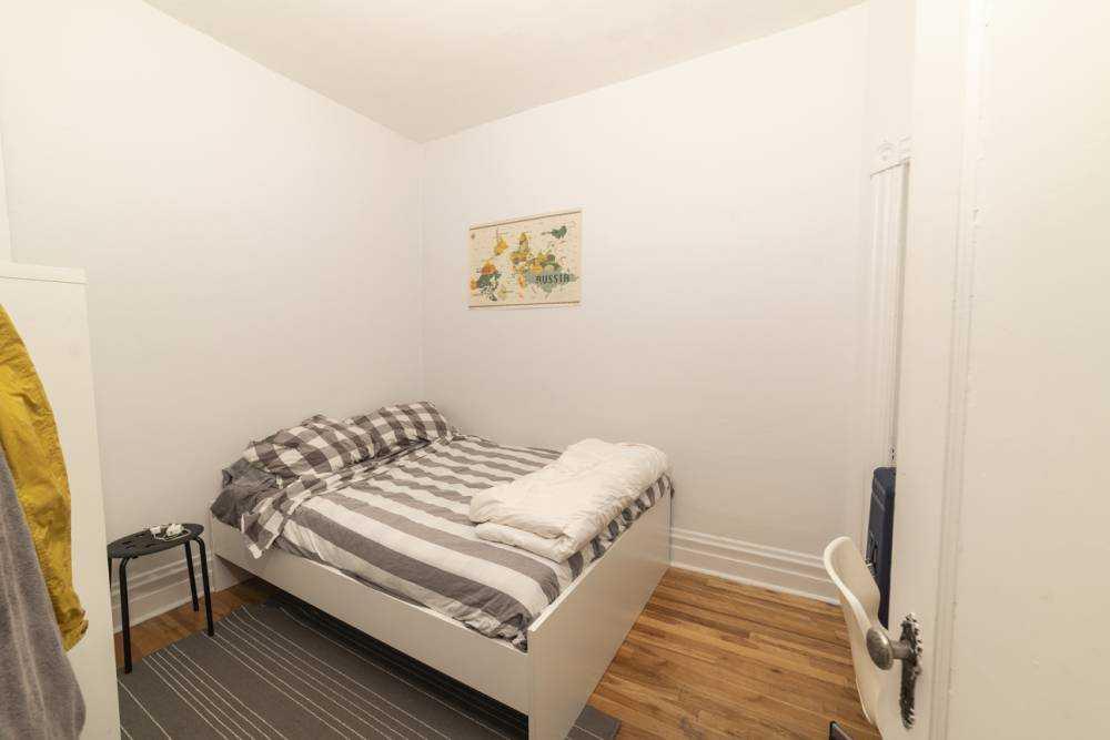 Room 4 / La maison du plateau