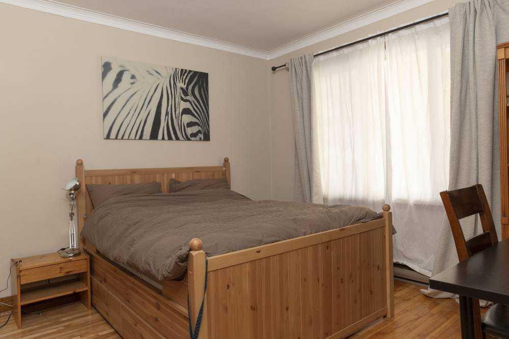 Room 2 / La Maison du Village Côte des Neiges