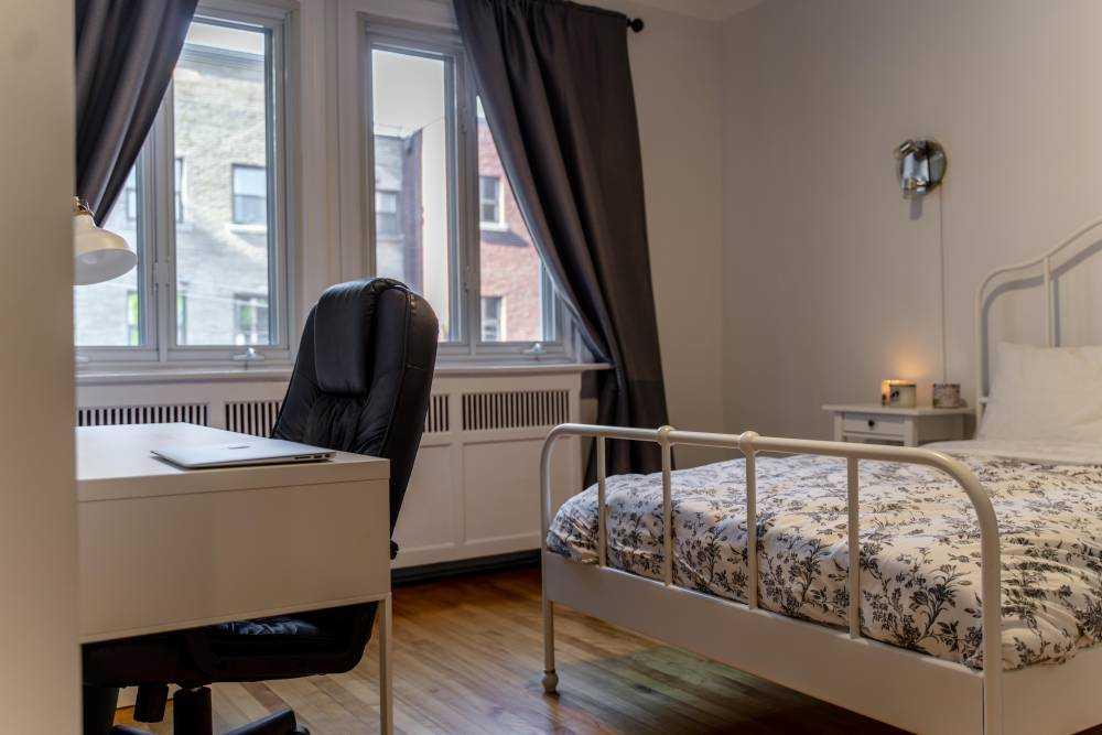 Room 4 / La Maison Côte Ste-Catherine  Second Floor